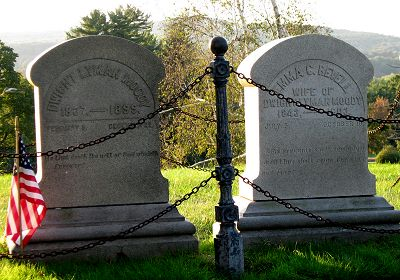 Dwight and Emma Moody gravestones
